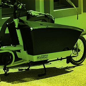 Lastenrad am Straßenrand