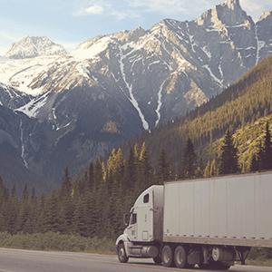 Truck in den Bergen