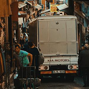 Truck in verstopfter Straße